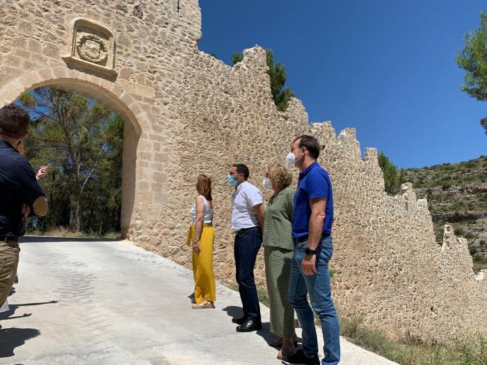 La Diputación lleva a cabo la rehabilitación de la muralla de Alarcón en las puertas del Bodegón y del Pilar