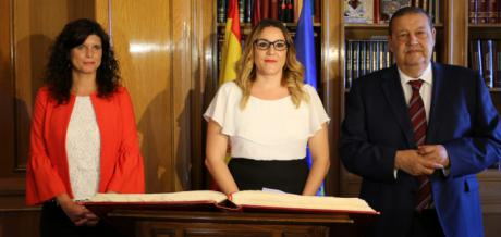 María Díaz, elegida vicepresidenta primera de las Cortes de Castilla-La Mancha.