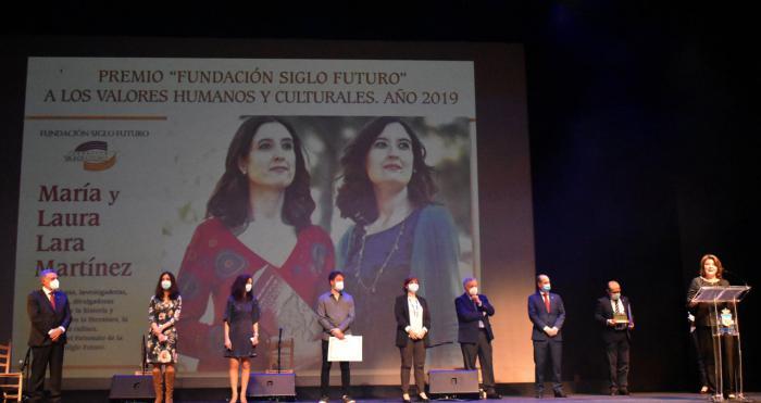 Laura Lara y María Lara, Premio a los Valores Humanos y Culturales