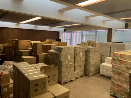 Castilla-La Mancha ha distribuido ya más de 2,3 millones de artículos de protección para los profesionales de los centros sanitarios de la Comunidad Autónoma