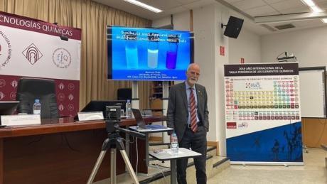 El investigador Maurizio Prato abrió la nueva edición del ciclo 'Viernes en el IRICA'