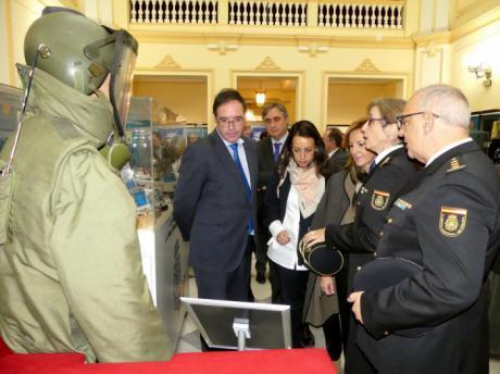 Inaugurada la exposición que rinde homenaje a la Policía Nacional en su lucha contra el terrorismo