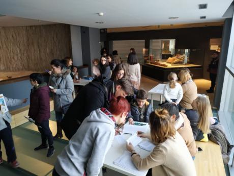 """Más de 300 personas participan en el Cinefórum """"Caminando entre Dinosaurios"""", tercera actividad del proyecto Museos Ampáticos"""