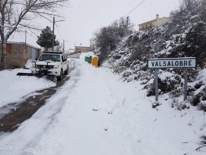 La Diputación en colaboración con GEACAM, limpia la nieve en la Serranía y la Alcarria