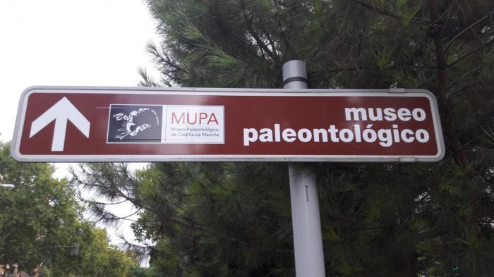 El Museo de Paleontología de Castilla-La Mancha, renueva su señalización viaria para facilitar la llegada de los visitantes