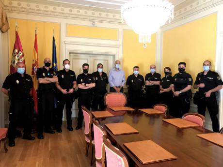 El subdelegado del Gobierno en Cuenca da la bienvenida a los agentes de la Policía Nacional que se incorporan a la Comisaría Provincial