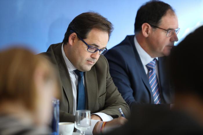 Núñez pregunta qué hace la Junta para 'parar la sangría de destrucción' de empleo