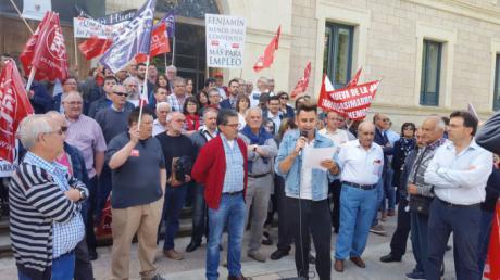 Alcaldes y concejales del PSOE exigen junto a los sindicatos que Prieto retome la aportación de Diputación al Plan de Empleo
