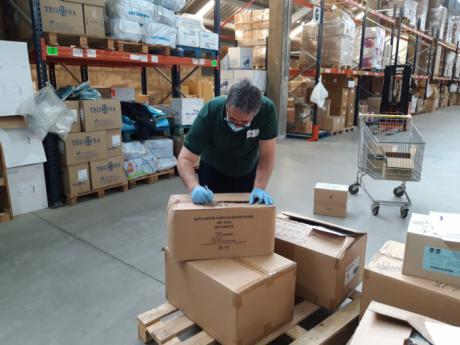Sanidad ha realizado esta semana un nuevo envío de más de medio millón de artículos de protección a los centros sanitarios