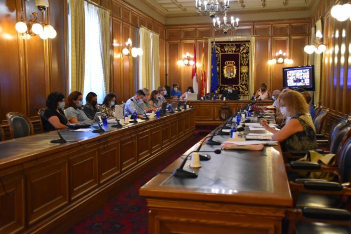 El pleno de la Diputación aprueba por unanimidad todos los puntos y da cuenta del nombramiento de Nuria Illana como vicepresidenta