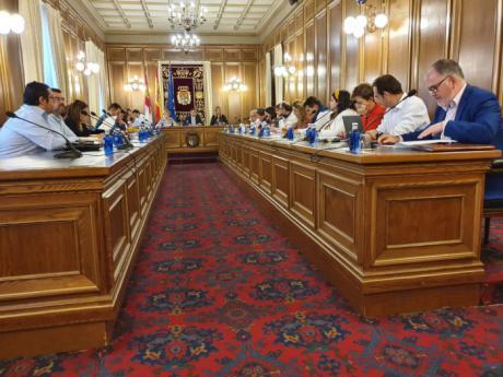 El pleno aprueba una declaración institucional para mostrar su repulsa a cualquier tipo de violencia hacia las mujeres
