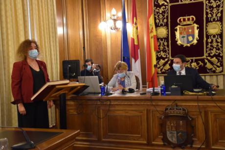 Marta Tirado (Cuenca Nos Une) jura su cargo como diputada provincial
