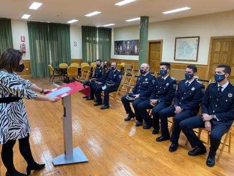Los seis nuevos efectivos de Policía Local toman posesión de su cargo tras finalizar su formación