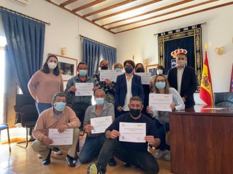 El Gobierno regional ha facilitado la contratación de diez personas en Vara del Rey a través del programa RECUAL