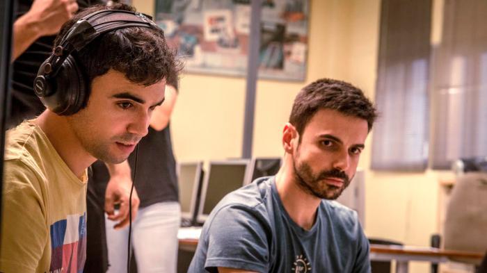 Los cineastas alcazareños Pablo Conde y Hugo De la Riva juntos en un rodaje