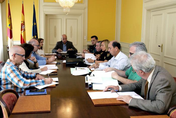 Rodríguez preside la reunión de evaluación del Plan Director de Centros Educativos