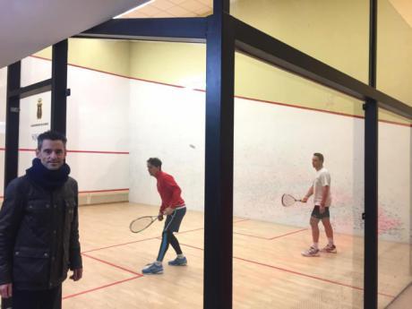Se acondicionan las pistas de squash y se compra material para el gimnasio para polideportivo de San Fernando