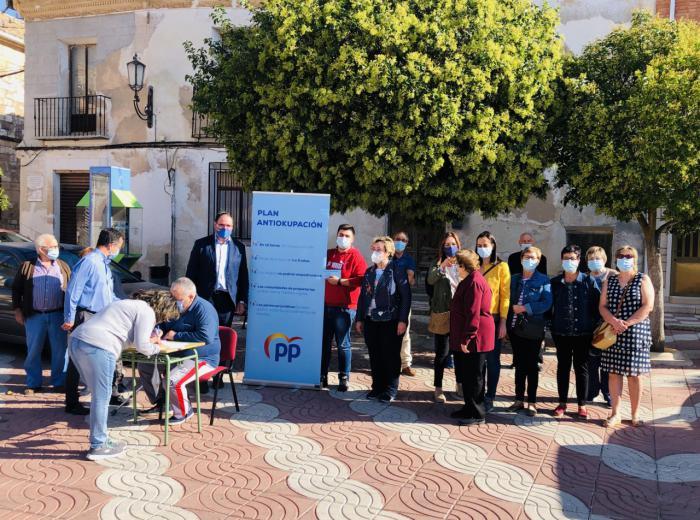 El PP de Cuenca comienza su campaña de firmas 'antiokupación' en Horcajo