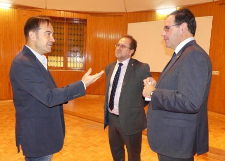 Prieto se felicita por la próxima apertura de una sala de exposiciones en el centro de la UNED