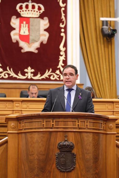 Prieto no logra que la Junta se comprometa a reabrir la escuela rural de Casas de los Pinos el próximo curso escolar