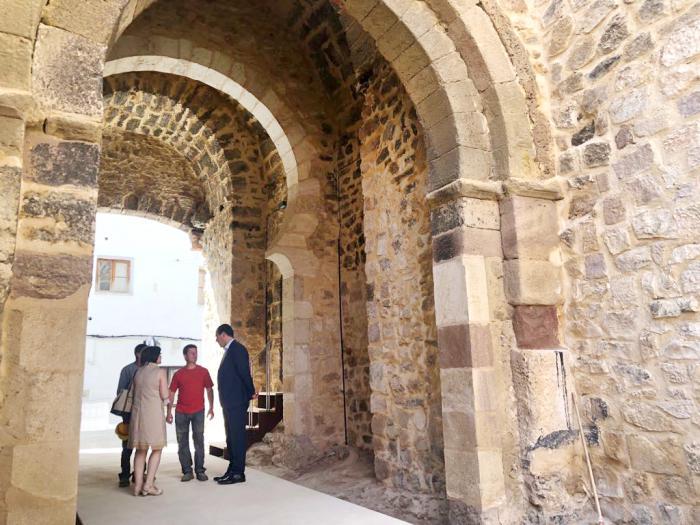 Finaliza la rehabilitación de las Puertas de las Eras y de San Bartolomé de la muralla de Cañete