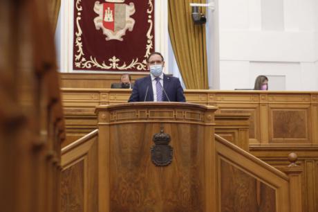 Prieto pide a la Junta que habilite espacios expositivos para los artistas regionales y presupuesto para recuperar patrimonio