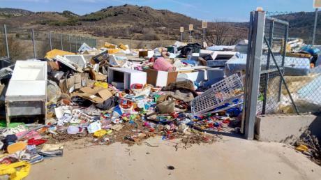 El Grupo Socialista denuncia el abandono de los puntos limpios por parte de la Diputación