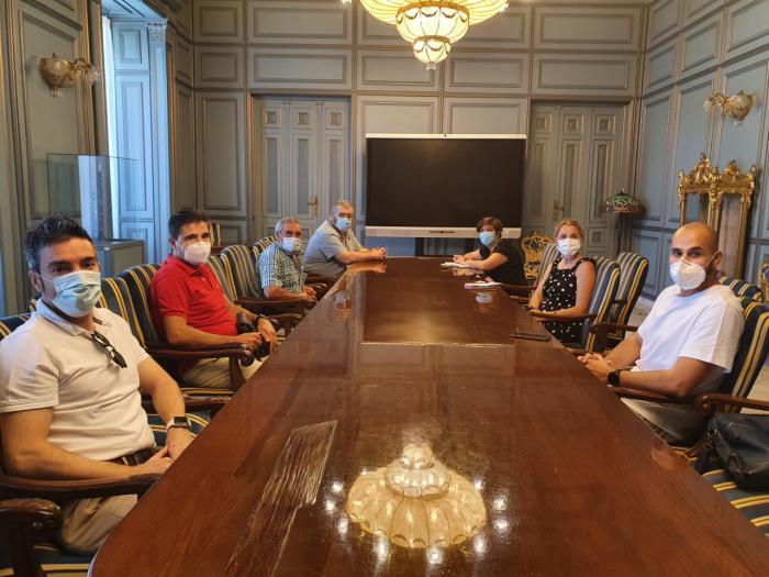 La Diputación y el Ayuntamiento se reúnen con Apromips para mejorar la calidad de vida de las personas con discapacidad