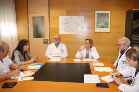 La Gerencia del Área Integrada continúa su ronda de contactos con colectivos de pacientes y se reúne con la Asociación de Párkinson