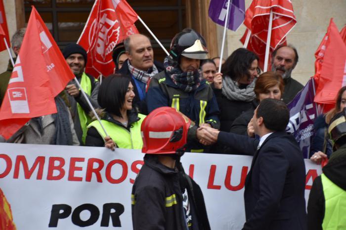 Martínez Chana plantea a los responsables sindicales de los bomberos un calendario de trabajo para encontrar soluciones