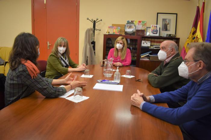 La Junta traslada a Caritas su compromiso de seguir trabajando en la protección y ayuda a los más vulnerables
