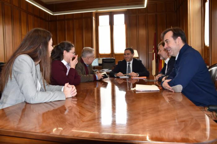 Diputación y Ayuntamiento desarrollarán un sello de calidad para adecuarse a las demandas turísticas