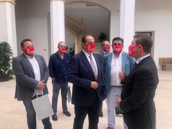 Los hosteleros de Castilla-La Mancha piden a García-Page que ayude a salvar la hostelería