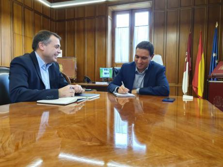 Diputación y Consejería se reúnen para coordinar el próximo Plan de Empleo de la Junta que dará trabajo a 500 personas