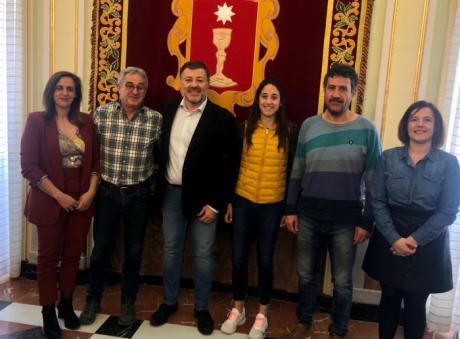 Ayuntamiento, Junta y Diputación felicitan a Manolo y Mónica Plaza por finalizar el Dakar 2020