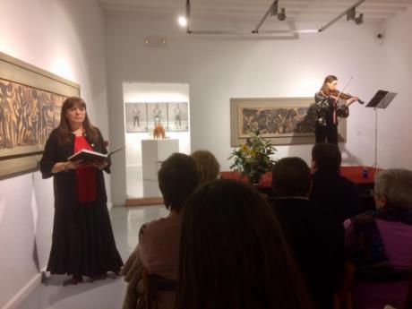 La exposición de Pedro Mercedes llega a su recta final con el recital de Amparo Ruiz Luján y Marina Catalá Quintas