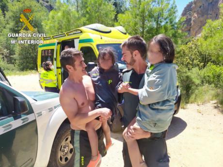 """La Guardia Civil rescata a cuatro personas en """"Los Cortados"""" de Villalba de la Sierra"""