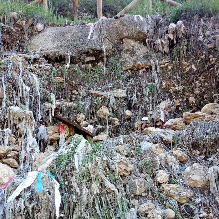 Denuncian nuevos residuos sanitarios junto al río Júcar a su paso por la capital