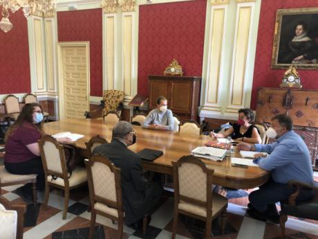 El Alfar o la fibra óptica, temas tratados en el encuentro del alcalde con la nueva Junta Directiva de la AAVV de San Antón