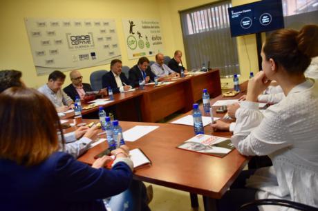 Dolz se compromete a reestructurar el suelo industrial de Cuenca y promocionarlo a precios en las principales ferias del sector