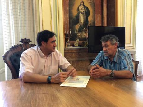 Mariscal ratifica ante el nuevo presidente de la asociación de vecinos Villa Román que trabaja para resolver definitivamente un problema de décadas