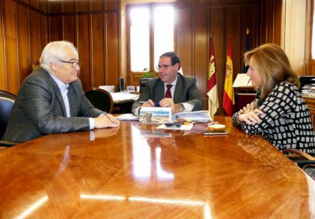 Prieto elogia el trabajo, la constancia y el sacrificio de la familia Castillejo en la lucha contra el cáncer