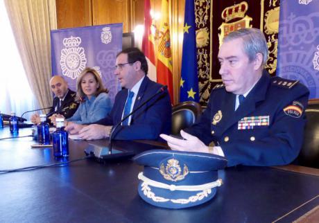 Una exposición en Diputación rinde homenaje a los 188 policías nacionales víctimas de atentados terroristas