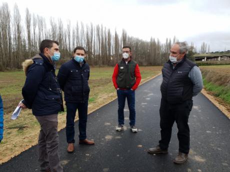 La Diputación actúa en la vía que une Salmeroncillos de Arriba y Salmeroncillos de Abajo con una inversión de 92.420 euros