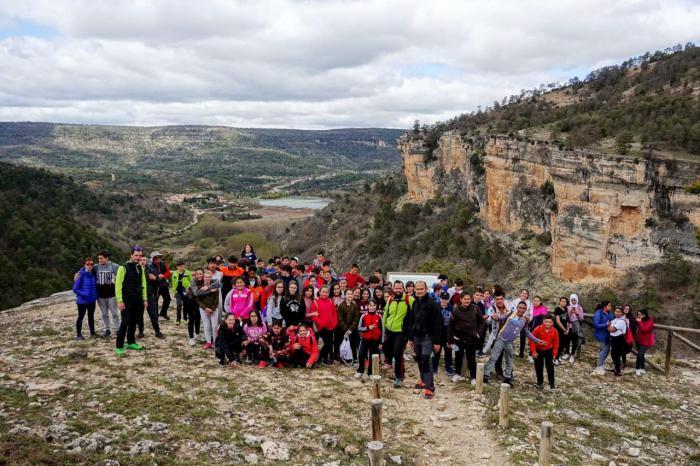 Más de 1.500 alumnos de Primaria y Secundaria han participado en el programa de senderismo escolar