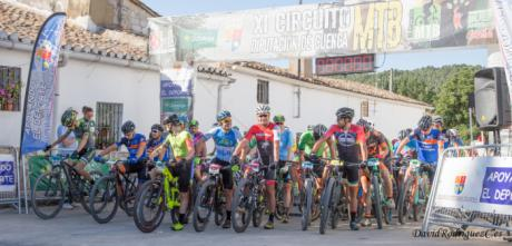 Juan Carlos y Carla Fernández se impusieron con autoridad en la IV Marcha MTB Valdeganga de Cuenca