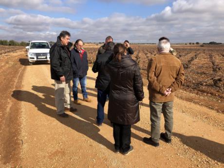 Junta y Diputación recepcionan las obras de mejora de siete caminos en Mota del Cuervo, Santa María de los Llanos y El Pedernoso