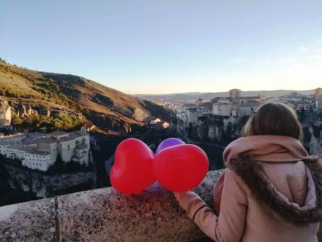 La Oficina Municipal de Turismo celebra el Día de San Valentín con el sorteo 'In love with Cuenca'