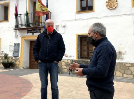 Rodríguez visita Huélamo y conoce las actuaciones del Camino Natural del Júcar