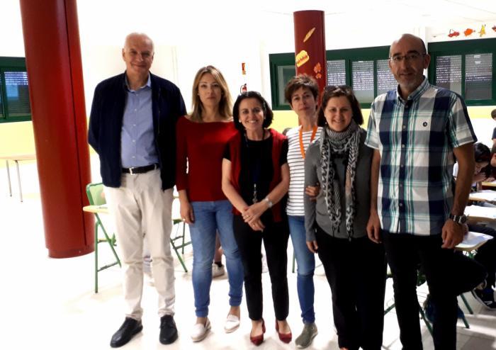 El subdelegado del Gobierno en Cuenca visita el CEIP Luis de Mateo de Casasimarro con motivo del programa escolar de consumo de leche y productos lácteos